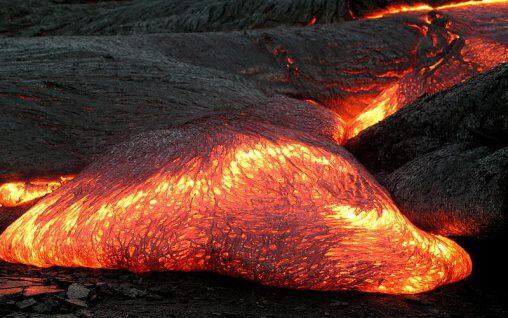 Fotky: Magma (roztavená hornina)